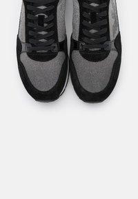 Emporio Armani - Sneakersy niskie - black - 4
