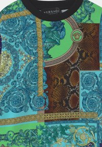 Versace - PRINT PATCHWORK HERITAGE ANIMALIER - Sweatshirt - light blue/blue/multicolor - 2