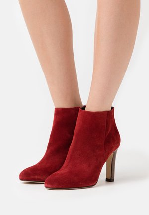 AGNELA - High heeled ankle boots - rubis