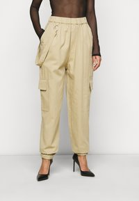 Missguided Petite - RING STRAP PANT - Cargo trousers - beige - 0