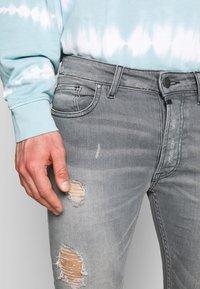 Tigha - MORTEN - Jeans slim fit - mid grey - 3