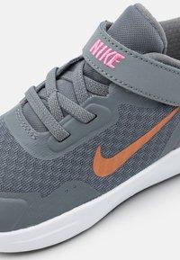 Nike Sportswear - WEARALLDAY UNISEX - Baskets basses - smoke grey/metallic copper/pink glow - 5