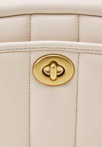 Coach - QUILTED CAMERA BAG - Across body bag - chalk - 5