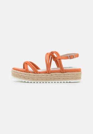 AMELIE - Sandály na platformě - melocoton