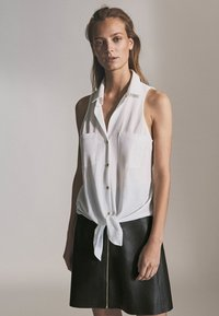 Massimo Dutti - MIT REIẞVERSCHLUSS  - Leather skirt - black - 4