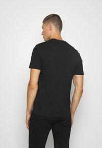 Guess - TEE - T-shirt basic - jet black - 2