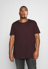 Burton Menswear London - SHORT SLEEVE CREW 3 PACK - T-shirt basic - red/offwhite - 1