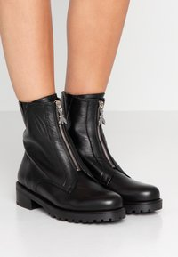 Patrizia Pepe - Classic ankle boots - nero - 0