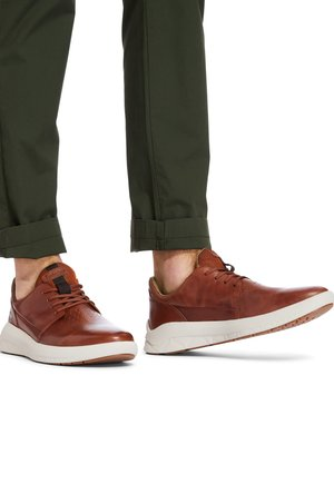 BRADSTREET ULTRA OXFORD - Trainers - cognac