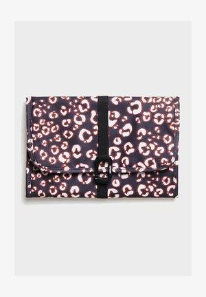 LARGE TRAVEL WASHBAG - Trousse - leopard print