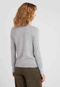 pure cashmere - CLASSIC CREW NECK - Jumper - light grey/baby blue - 2