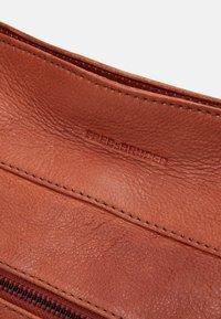 FREDsBRUDER - URBANITE - Handbag - burned orange - 4