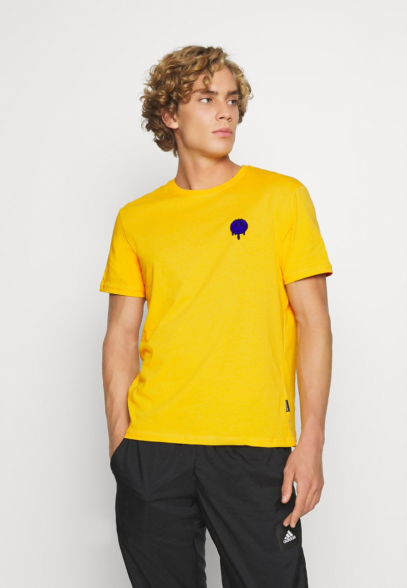 YOURTURN - T-shirt med print - yellow
