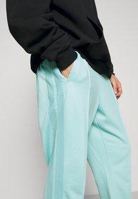 9N1M SENSE - STRIPE TRACK PANT UNISEX - Pantalon de survêtement - skyblue - 5