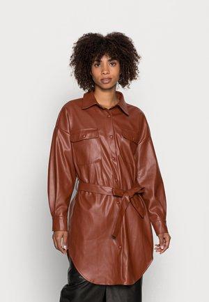 HARLEY POCKE - Klasyczny płaszcz - brown