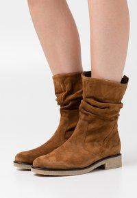 Gabor Comfort - Vysoká obuv - cognac - 0