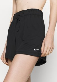 Nike Performance - SHORT PLUS - Pantalón corto de deporte - black/white - 5
