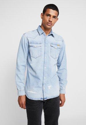 JJIJAMES JJSHIRT  - Skjorta - blue denim
