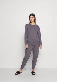 Calvin Klein Underwear - ICONIC LOUNGE PANT SET - Pyjama set - purple haze - 0