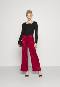 Never Fully Dressed - RED VOGUE TROUSER - Trousers - red - 1