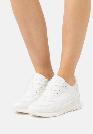 PRAYLIAN - Sneaker low - white