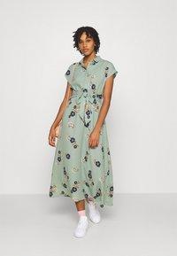Vero Moda - VMFALLIE LONG TIE DRESS - Skjortekjole - green milieu - 1