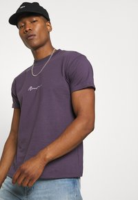 Mennace - T-shirt med print - purple - 3