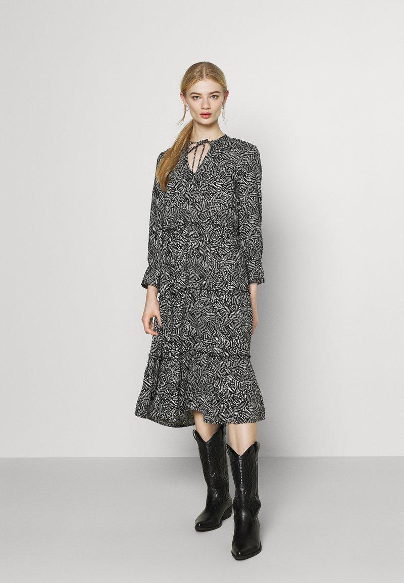 Vero Moda - VMFELICITY 7/8 CALF DRESS  - Day dress - black
