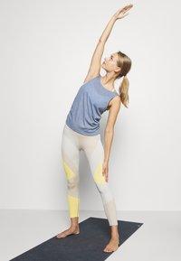 Nike Performance - YOGA RUCHE TANK - Funktionsshirt - diffused blue/obsidian mist - 1