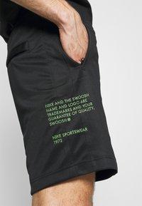 Nike Sportswear - Træningsbukser - black/green - 4
