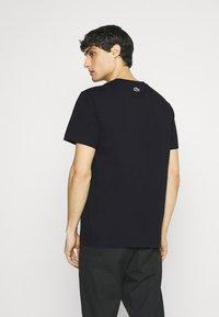Lacoste - Print T-shirt - dark blue - 2