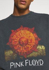 Revival Tee - PINK FLOYD SUN TEE UNISEX - Print T-shirt - black - 5