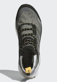 adidas Performance - TERREX FREE HIKER PARLEY BOOST - Outdoorschoenen - white - 0