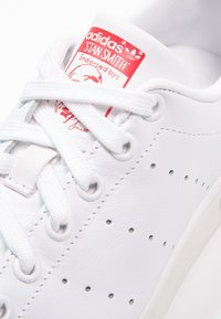 adidas Originals - STAN SMITH - Sneakers - running white/collegiate red - 5