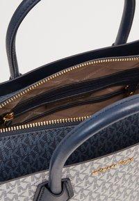 MICHAEL Michael Kors - BELTED SATCHEL - Handbag - navy/multi - 3
