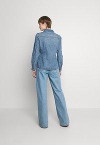 ONLY - ONLROCK IT LIFE - Košile - medium blue denim - 2