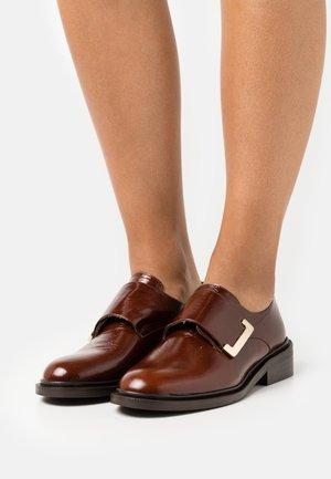 DARLING - Slippers - marron