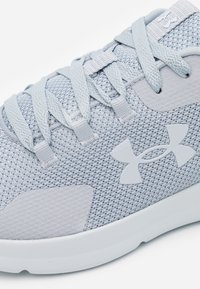 Under Armour - ESSENTIAL - Sports shoes - mod gray - 5