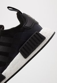 adidas Originals - NMD_R1 - Sneakersy niskie - core black/royal blue - 2