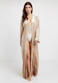 OW Intimates - KATRINA ROBE - Dressing gown - almond - 0