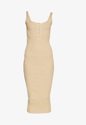 POPPER RIBBED KNITTED MIDAXI DRESS - Strikket kjole - camel
