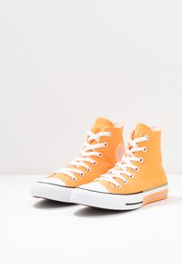 Converse - CHUCK TAYLOR ALL STAR - Høye joggesko - fuel orange/moonstone violet - 4