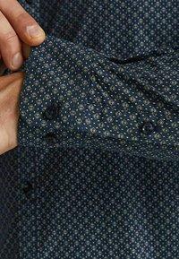 Jack & Jones PREMIUM - JPRBLABLACKPOOL STRETCH  - Formal shirt - navy blazer - 6