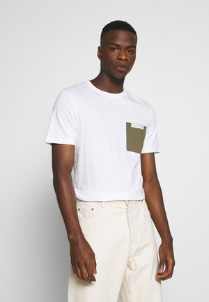 CONTRAST POCKET  - T-shirt con stampa - white