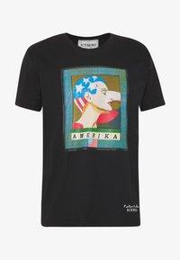 Iceberg - PETER BLAKE AMERICA  - Print T-shirt - nero - 4