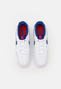 Nike Sportswear - AIR FORCE 1 UNISEX - Joggesko - white/deep royal blue/university red - 3