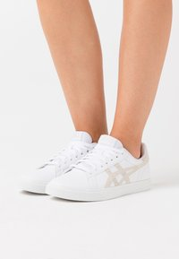 ASICS SportStyle - CLASSIC  - Trainers - white/smoke grey - 0