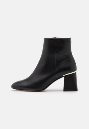 SQUAREL - Classic ankle boots - black