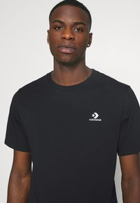 Converse - MENS EMBROIDERED STAR CHEVRON LEFT CHEST TEE - T-shirt basic - converse black - 4