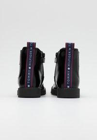 Tommy Hilfiger - Kotníkové boty - black - 2